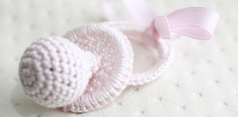 BabyLuna diseña y confecciona adornos de Crochet para sillas de paseo de bebés de muchas marcas