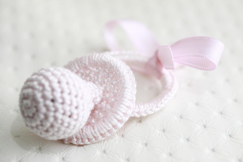 Broches, angelitos, medallones y complementos de crochet diseñados por BabyLuna
